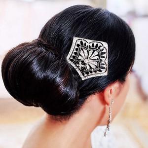 сделать пучок из волос с помощью бублика