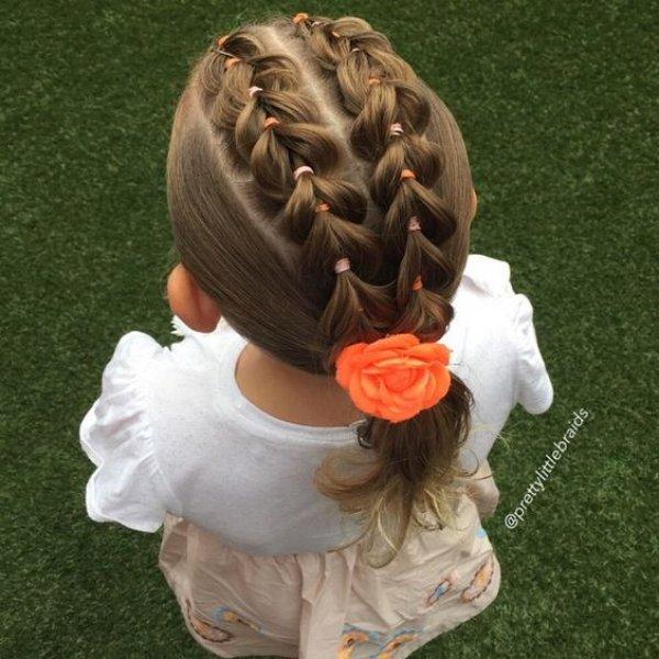 Коса из хвостиков с резинками для девочки в школу, сад повседневная прическа